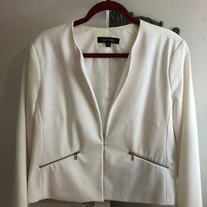 Ellen Tracy Jackets & Coats - White Ellen Tracy with gold zipper pockets size 14